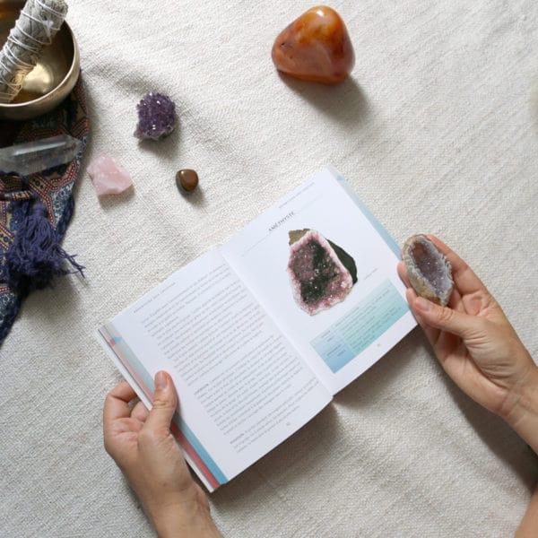 Livre la bible des cristaux pour tout savoir des pierres semi precieuses