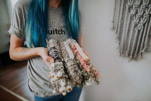 Bouquets de sauge et fleurs Ouitch en france