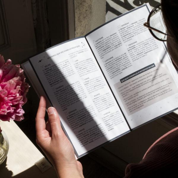 interieur carnet feminin sacre astrologie