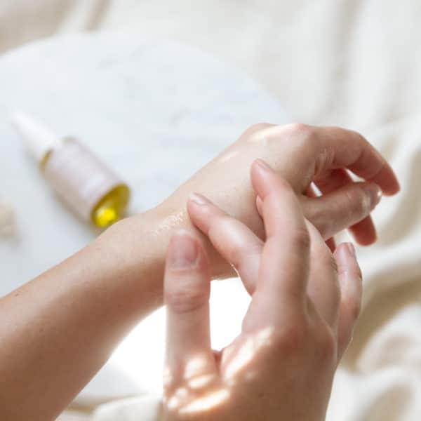 huile Divine pour soulager les règles douloureuses womoon
