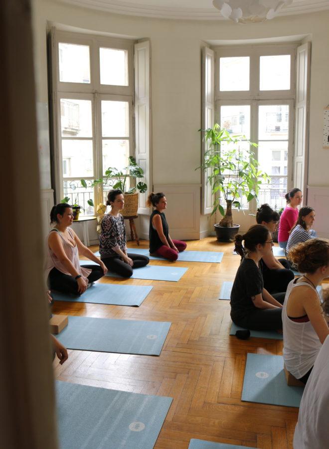 retraite et rituels de lune womoon : cours de yoga